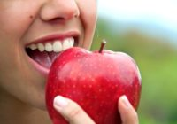 Τροφές που προστατεύουν και λευκαίνουν